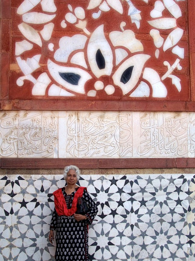 The motifs seen on the mosaics and paintings on the walls and arches of the forts have inspired many a textile designers. Be it, block print motifs or the indigenous kalamkari designs they borrow generously from Mogul architecture seen all over India.
