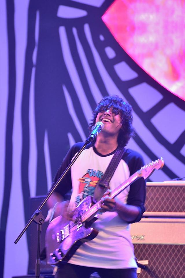 A qualified engineer, TT Sriram appeared to be the frontrunner of the band thoroughlly enjoying himself on vocals and guitar.